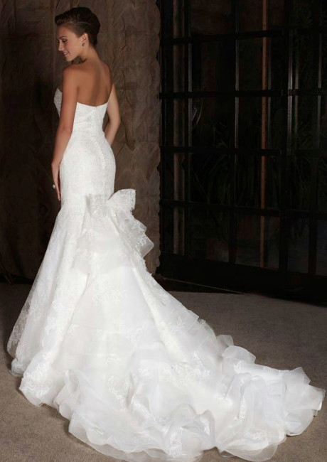 Best wedding dresses curvy figure ideas styles ideas for Wedding dresses for larger figures